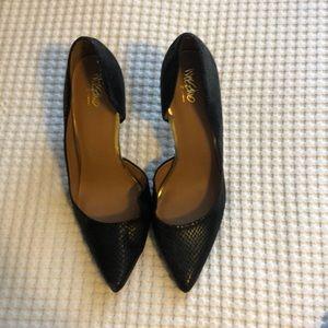 Black snakeskin pointed heels